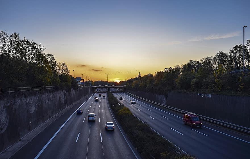 Rapport  du Sénat sur les autoroutes : comprendre le modèle de la concession (et arrêter de croire n'importe quoi)